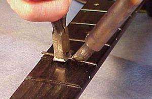 Как вытащить лады из гитары