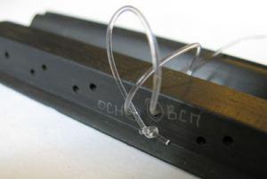 Как правильно завязать струны: 12 отверстий в подставке