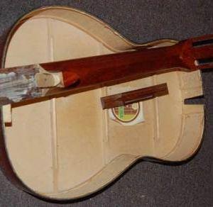 Как разобрать гитару: снять деку или дно?