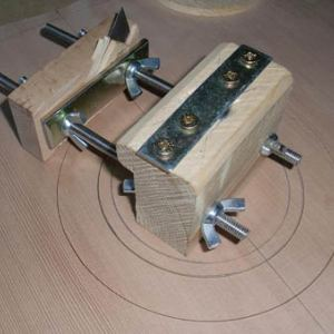 Паз для розетки гитары: практика