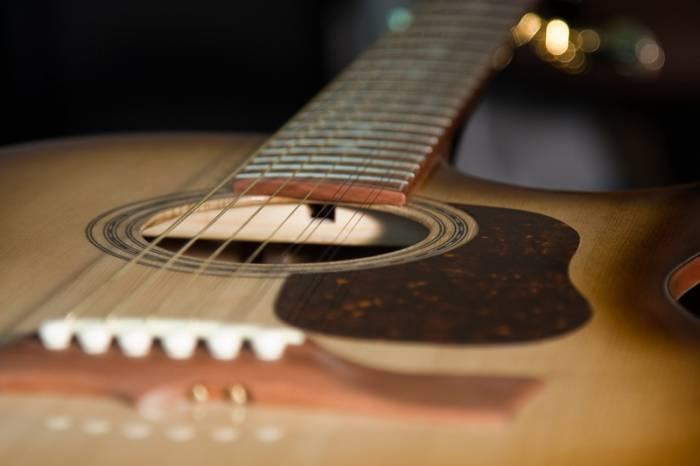 Изготовление кленовой гитары под металлические струны. (Runner. Москва)